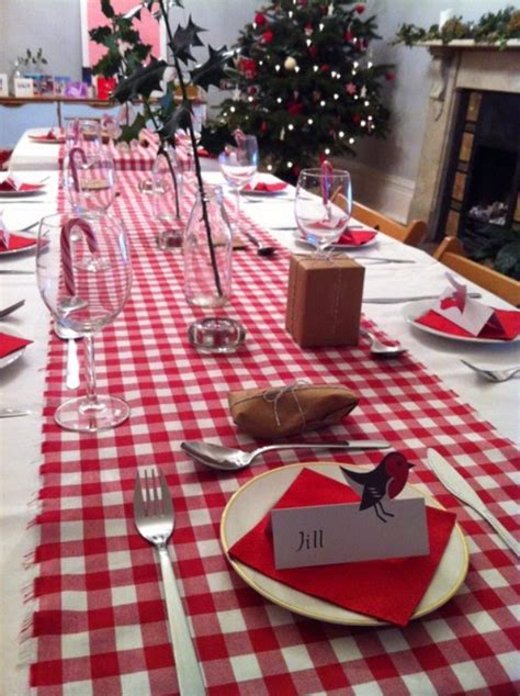 60 Christmas Dining Table Decor In Red And White - family
