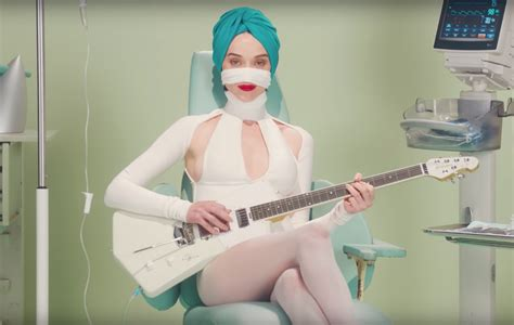 Watch St Vincent get plastic surgery in surreal 'Los