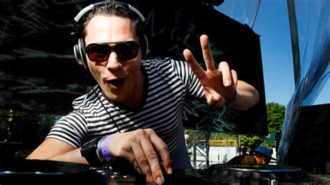 Top 10 Most Popular DJs in the World in 2013 - Tricks To Earn