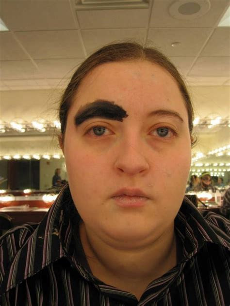 20+ Girls Who Don't Know What Eyebrows Are Supposed To